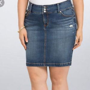 [Torrid] Distressed Denim Skirt